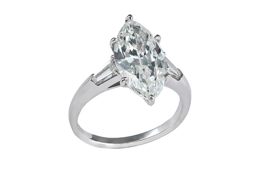 Pisa Orologeria - il Salone dei Gioielli. Nell'immagine: Pisa Diamanti – Anello in oro bianco con un diamante centrale taglio marquise di 4,01 carati