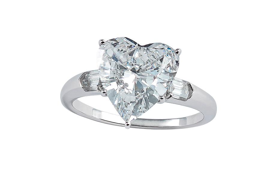 Pisa Orologeria - il Salone dei Gioielli. Nell'immagine: Pisa Diamanti – Anello in oro bianco con un diamante taglio a cuore di 3,06 carati.