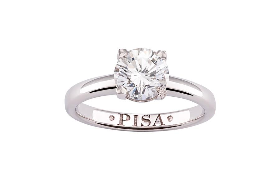 """Pisa Orologeria - il Salone dei Gioielli. Nell'immagine: Pisa Diamanti – Anello in oro bianco """" a solitario"""" con brillante. Disponibile in varie carature."""