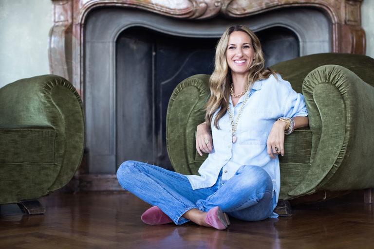 Carolina Bucci indossa il nuovo modello Royal Oak Frosted Gold di Audemars Piguet presentato a Milano il 12 novembre scorso