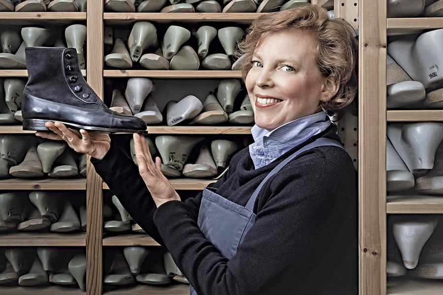 Vivian Saskia Wittmer tra le sue creazioni: scarpe su misura che sono considerate vere e proprie opere d'arte. tif ©Laila Pozzo