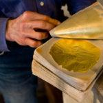 Marino Menegazzo – Tra il calore della fusione e il crepitio dell'oro, l'antico mestiere del battiloro