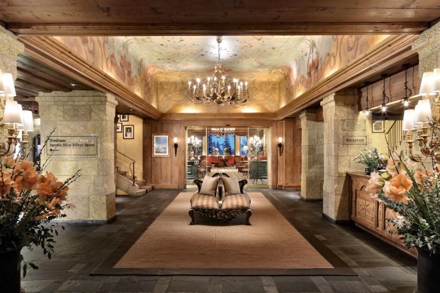 Gstaad Palace Hotel: l'elegante ingresso