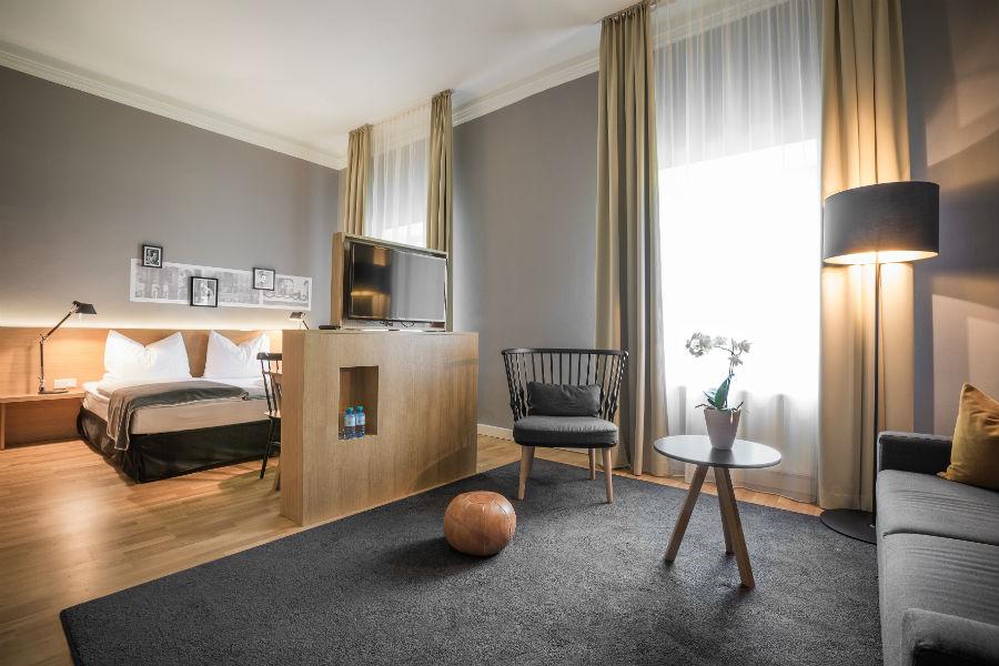 Suite dell' Hotel Schloss Leopoldskron e bagno in marmo – Credits Hotel Schloss Leopoldskron