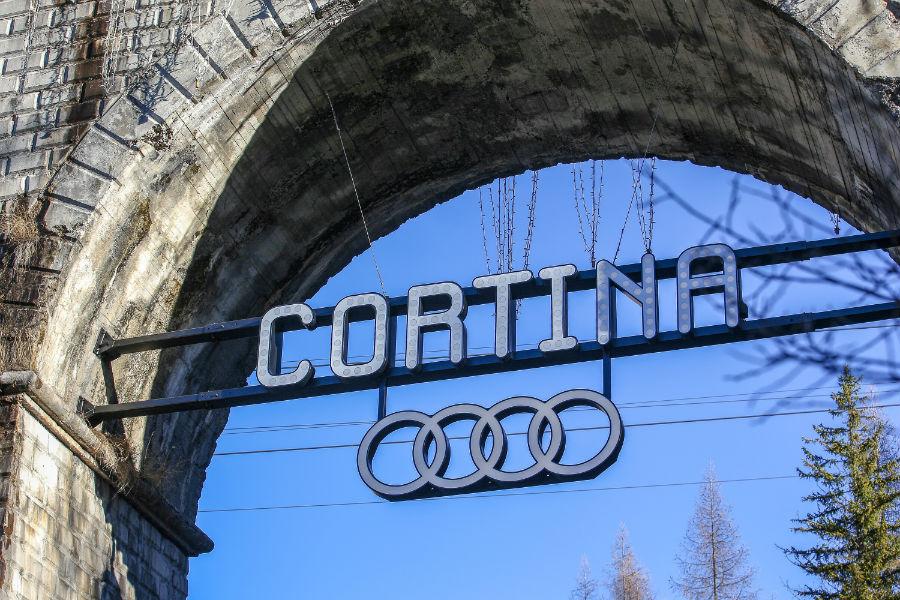 Il logo Cortina e il simbolo Audi