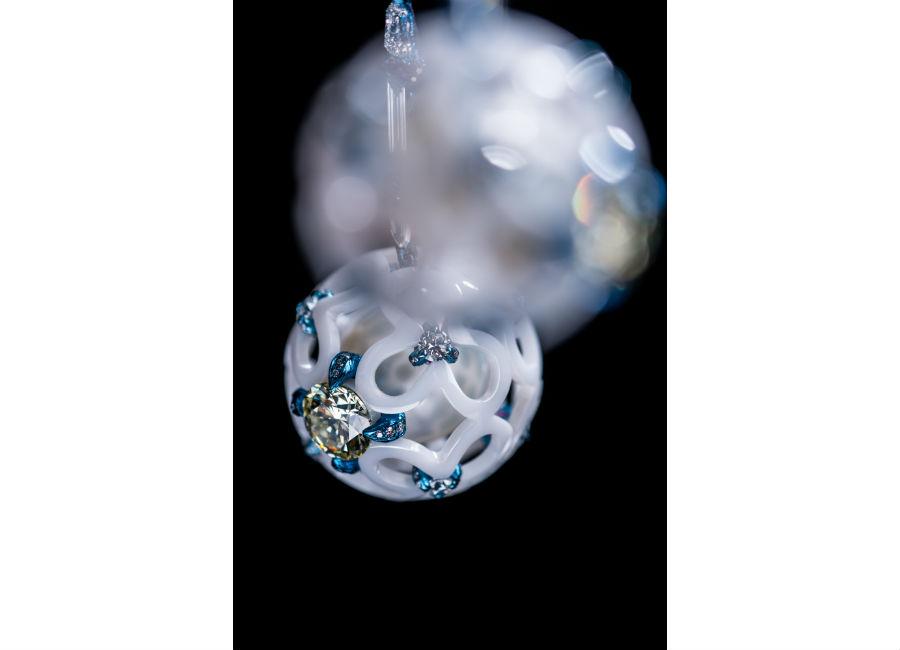Gioielli in porcellana: Wallace Chan - Multiverse – Orecchini in titanio e porcellana con perle del Mare del Sud, 58,45 ct, diamanti gialli, diamanti e zaffiri rosa.