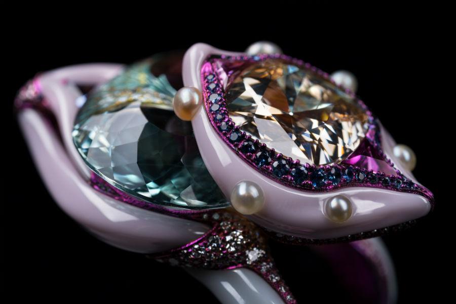 Gioielli in porcellana: Wallace Chan – Double Star – Anello in titanio e porcellana con un diamante Fancy Colored di 6,39 ct, una acquamarina di 38,90 ct, uno zaffiro rosa taglio a goccia di 1,48 ct, zaffiri rosa, zaffiri e diamanti.