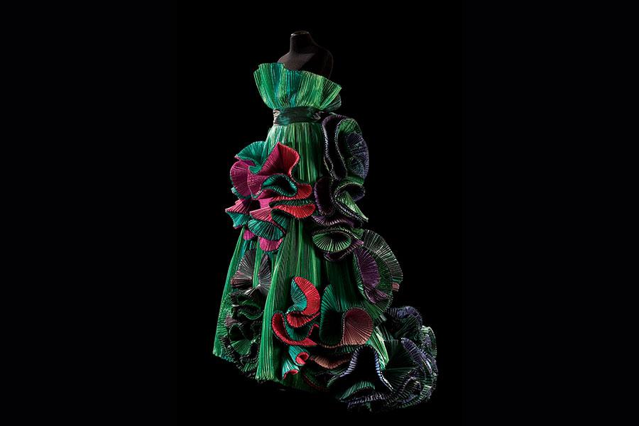 Courtesy - Archivio Fondazione Capucci / Claudia Primangeli Roberto Capucci, Bougainvillea, abito in taffetas di seta plissettato, Roma 1989
