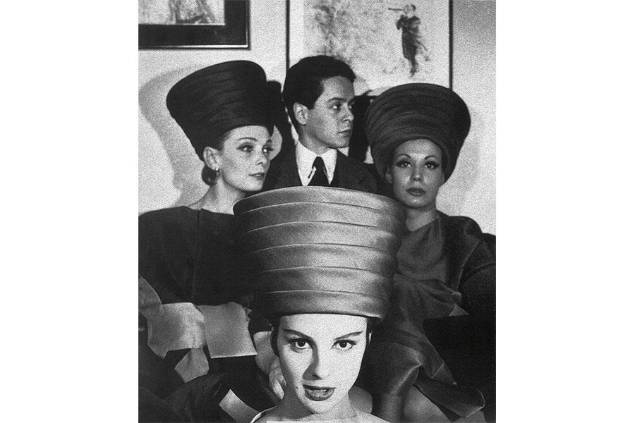 Courtesy - Archivio Fondazione Capucci Roberto Capucci nel suo atelier tra le modelle, Roma 1950