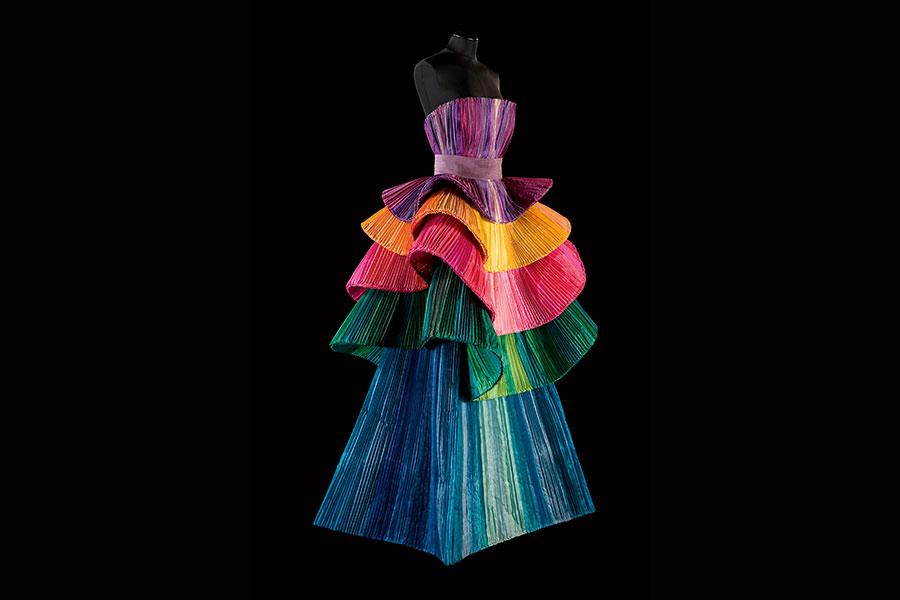 Courtesy - Archivio Fondazione Capucci / Claudia Primangeli Roberto Capucci, abito scultura in taffetas di seta, Berlino 1992