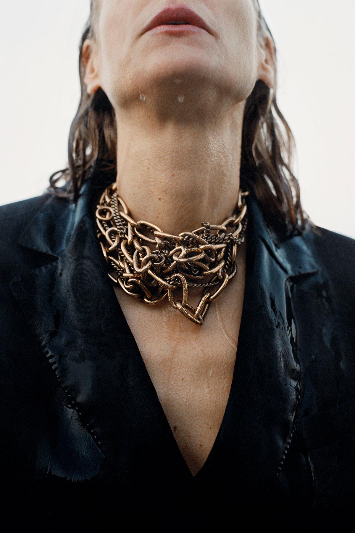 Salvatore Ferragamo, pre-fall 2019: dettaglio di una collana