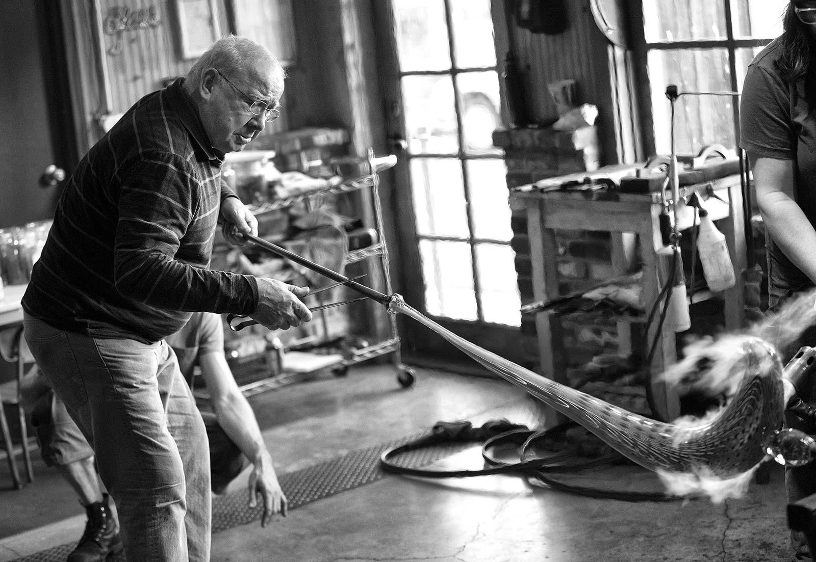 Lino Tagliapietra al lavoro ©Russell Johnson