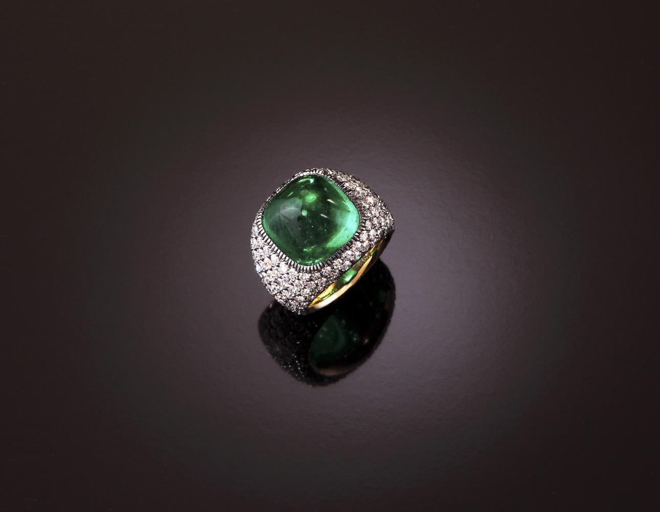 Anello micromosaico con smeraldo cabochon e brillanti taglio antico