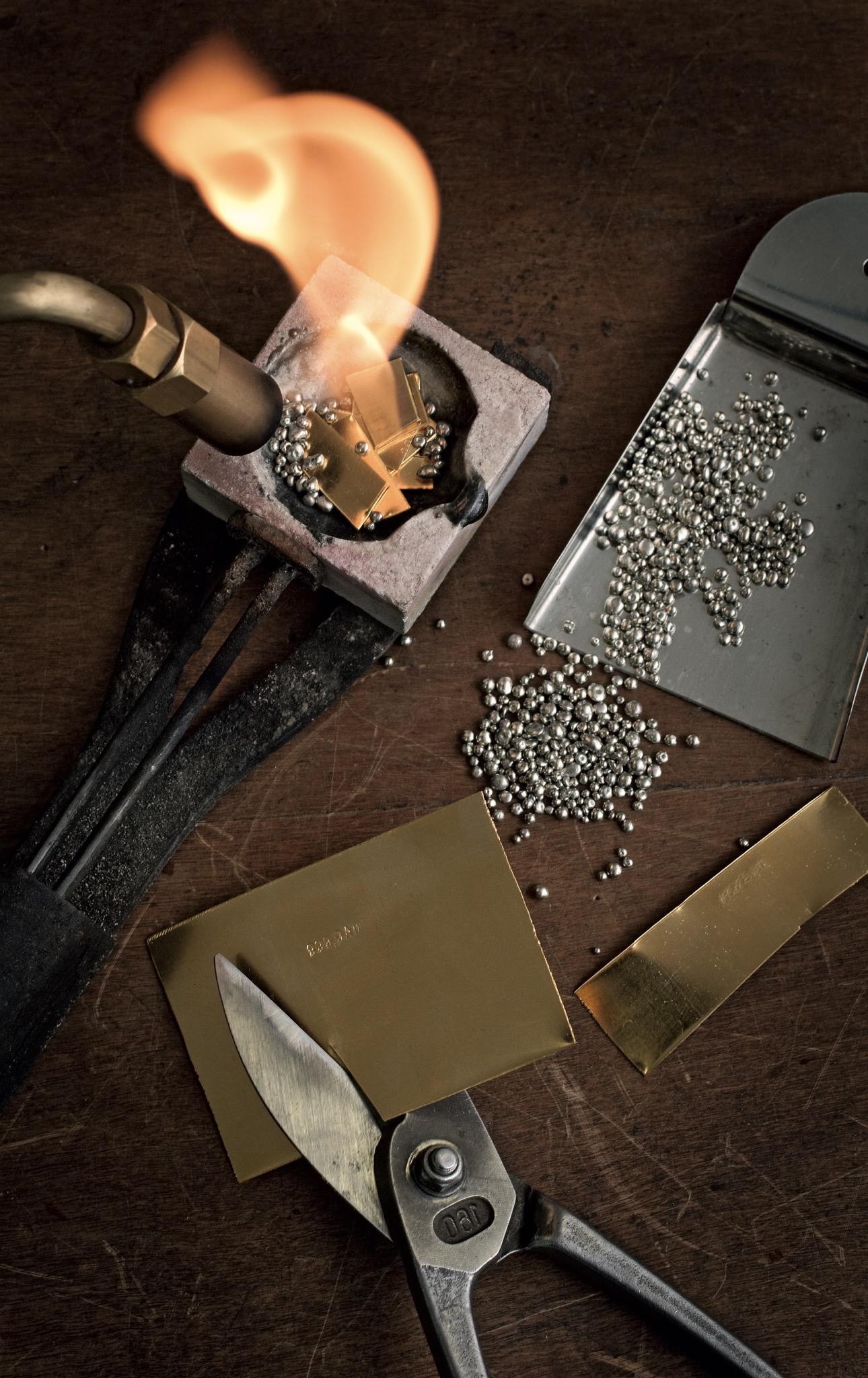 Preparazione della lega oro 18 carati