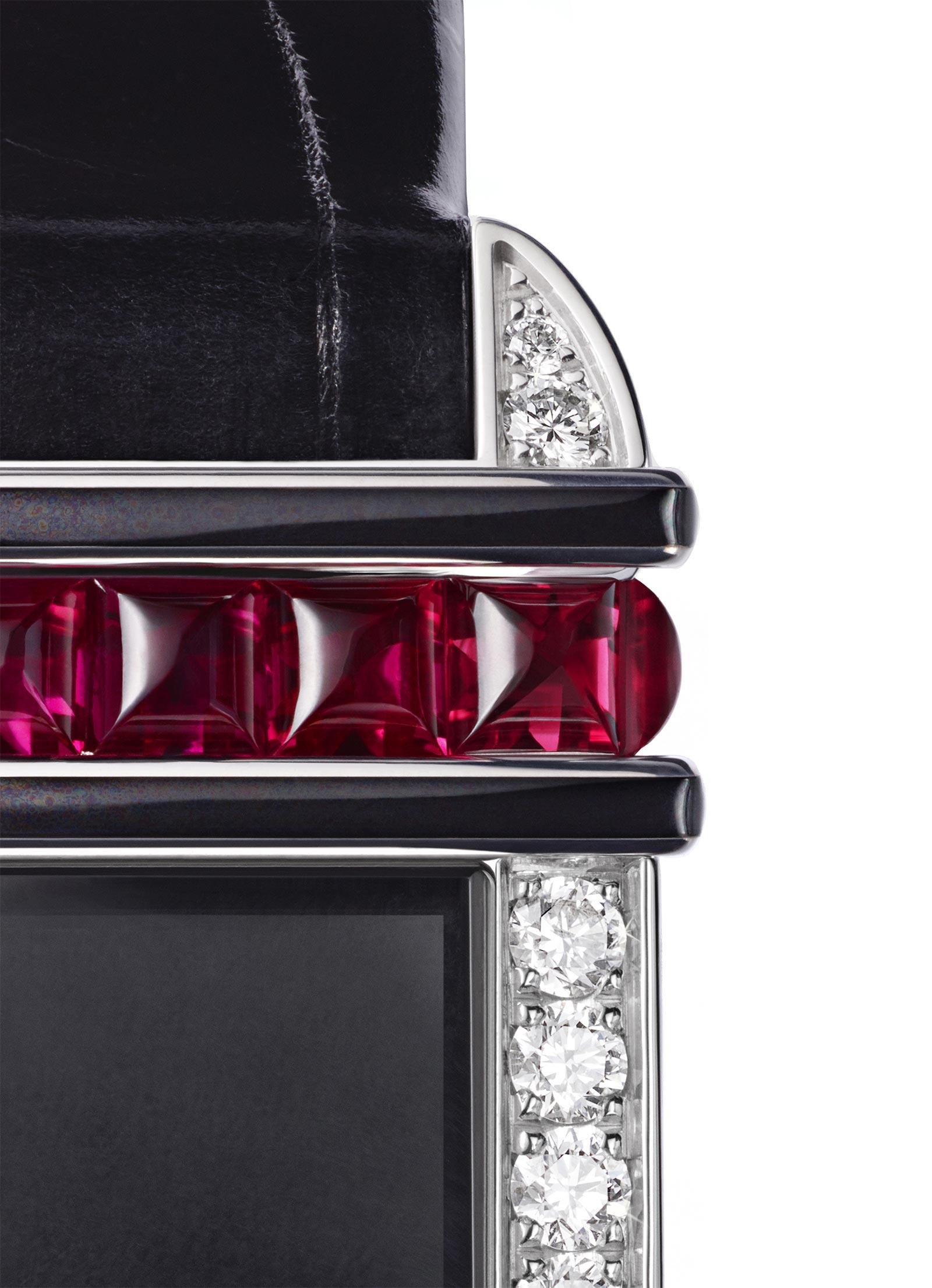 Cartier Libre: Tank Chinoise Red Dettagli