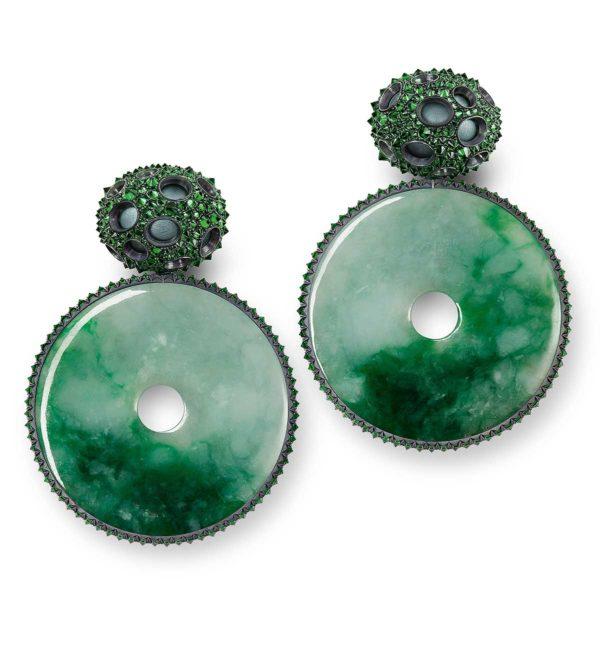 Tefaf Maastricht 2019: Hemmerle earrings, aluminium, silver, white gold, tsavorites, jade