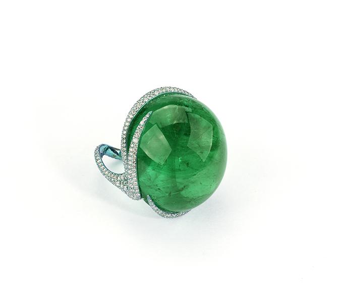 Glenn Spiro ring Maison G – Glenn Spiro – Anello in titanio con uno smeraldo colombiano di 98 carati e diamanti
