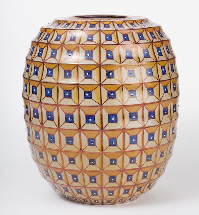 Vaso semi-cilindrico con decorazione geometrica