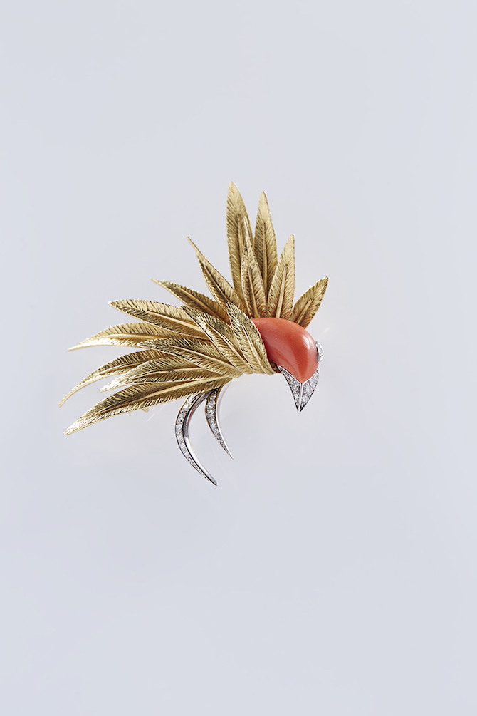 Pierre_Sterlé,_Bird_brooch_Coral,_diamonds,_yellow_gold,_platinum_Private_collection_Photo__Benjamin_Chelly