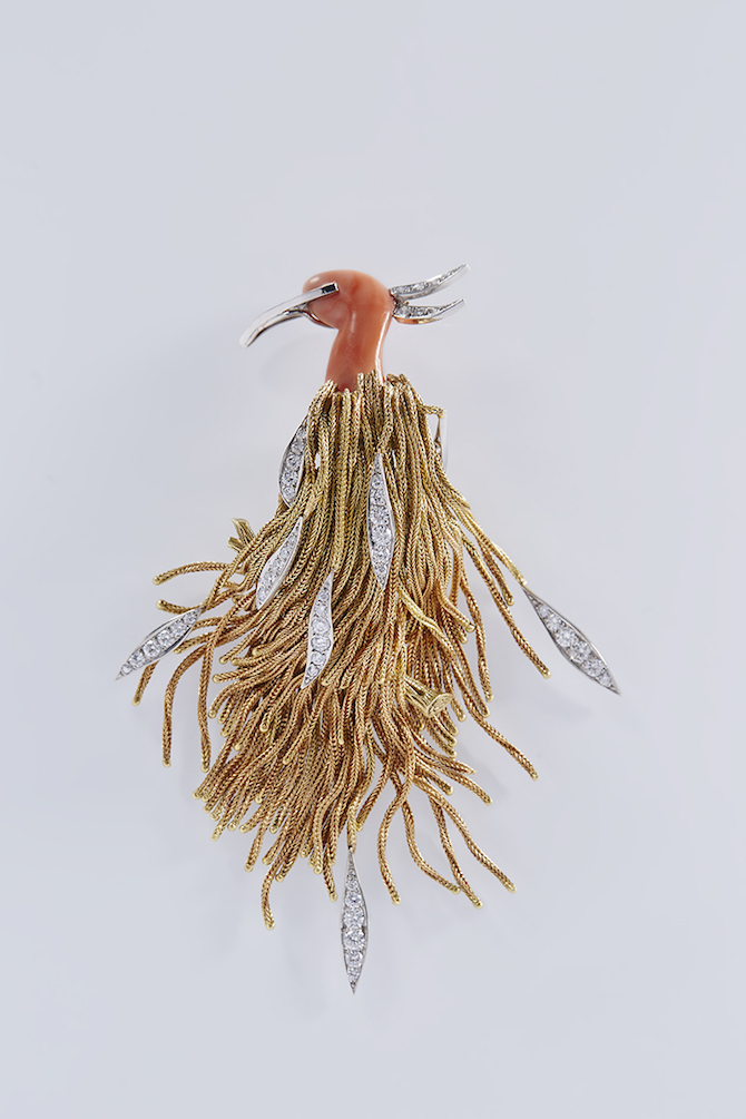 Pierre_Sterlé,_Bird_brooch_Yellow_gold,_platinum,_coral,_diamonds_Private_collection_Photo__Benjamin_Chelly