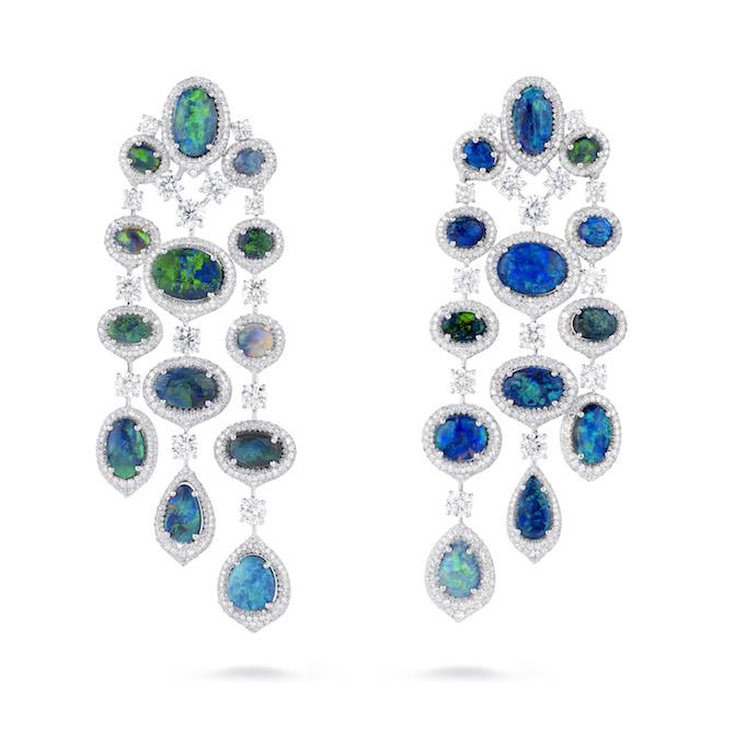 David Morris - Orecchini chandelier in platino con opale nero australiano (totale 30 carati) e diamanti (totale 17 carati).