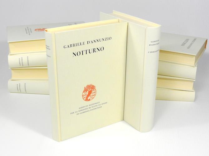 Collezione di opere di Gabriele d'Annunzio, rilegate a mano dal laboratorio Librarti di Michele e Serena. (© courtesy of Librarti)