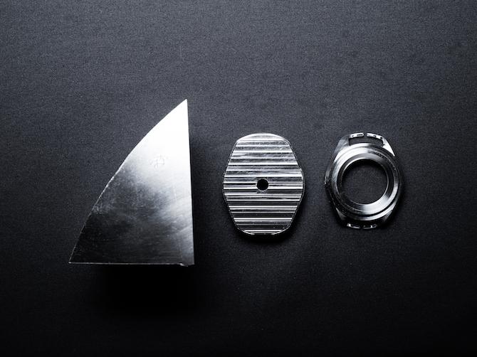 """Un'immagine che riassume gli step che hanno portato alla definizione della carrure dell'orologio partendo da un blocco solido di titanio Grado 5 """"sottratto"""" al sottomarino DSV Limiting Factor."""