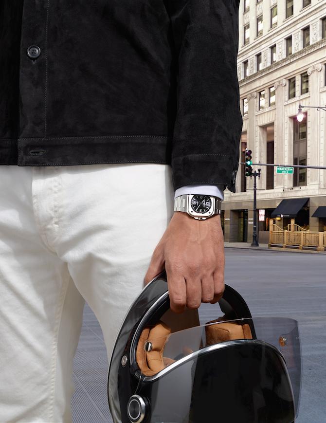 Indossato, il Bell & Ross BR 05 mostra il suo approccio al polso. Le anse piegate a costituire la prima maglia del bracciale e il diametro di 40 mm vanno a tutto vantaggio della vestibilità.
