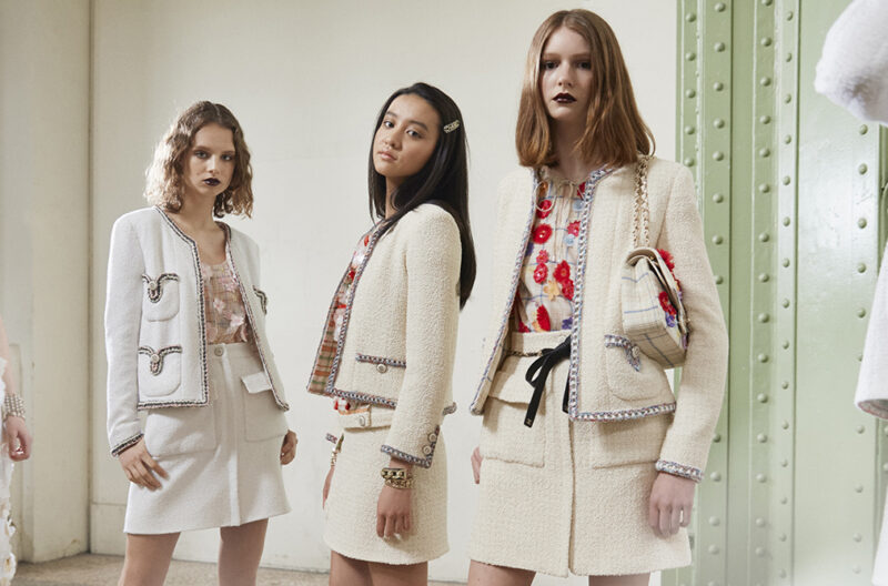 Giacca Chanel the jacket Cruise-Backstage-picture-by-Benoit-Peverelli