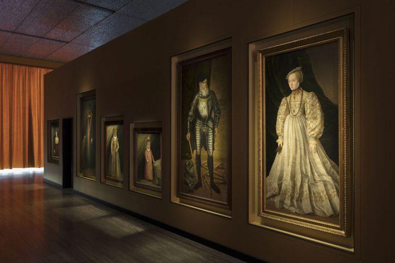 La mostra di Wes Anderson alla Fondazione Prada: Il sarcofago di Spitzmaus e altri tesori