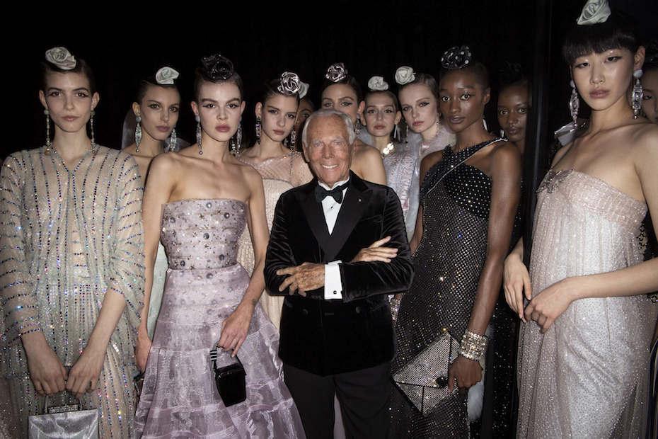 Giorgio Armani con le modelle. Photocredit Getty Images/ Courtesy Giorgio Armani