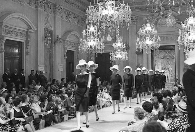 Sfilata nella Sala Bianca di Palazzo Pitti nel 1952
