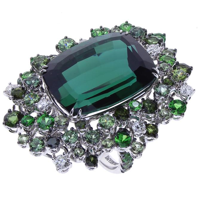 Damiani, collezione alta gioielleria Mimosa, anello in oro bianco con tormaline, zaffiri verdi, ztavoriti, granati demantoidi e diamanti.