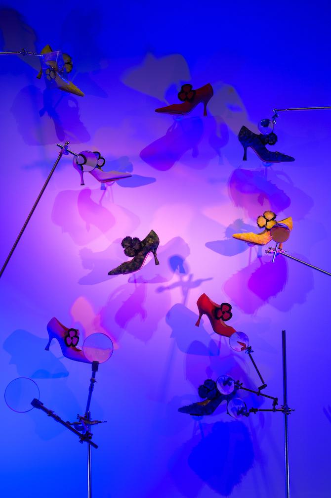 Vue de l'exposition Christian Louboutin L'Exhibition[niste], Palais de la Porte Dorée © Marc Domage