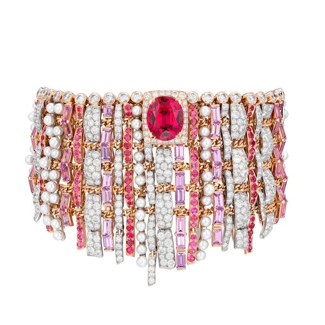 Tweed De Chanel, bracciale Tweed Couture in platino e oro rosa, zaffiri rosa, diamanti, spinelli di cui uno a taglio ovale di 6,72 carati.