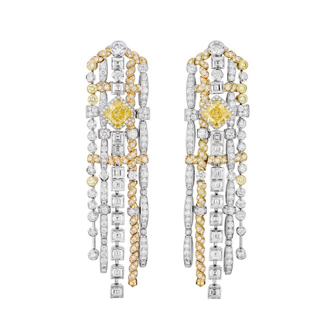 Tweed De Chanel, anello Tweed d'Été in oro bianco e oro giallo, diamanti bianchi, diamanti gialli di cui uno con taglio a cuscino di 10,80 carati. Orecchini Tweed d'Été in oro bianco, oro giallo, diamanti gialli e diamanti bianchi.