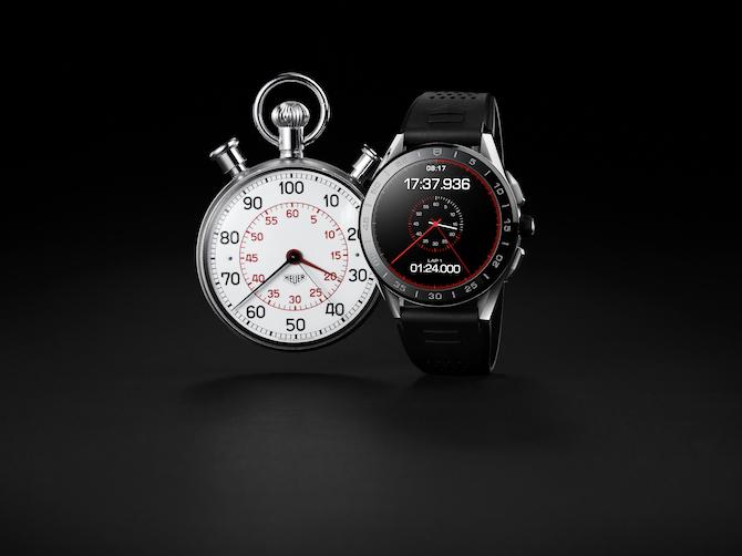Il presente incontra il passato. Fianco a fianco, uno stop watch di Heuer ed il nuovo TAG Heuer Connected Watch.