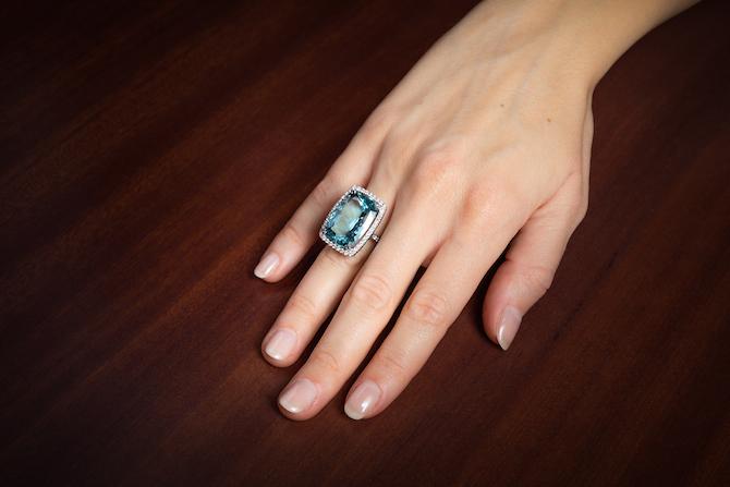 Pisa Diamanti: anello in oro bianco con una acquamarina