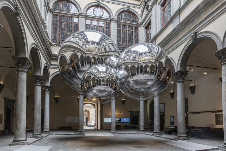 Palazzo Strozzi a Firenze ospita Aria. Di Tomás Saraceno