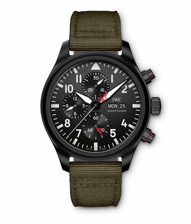 IWC Top Gun Un orologio sportivo e tecnico il cui aspetto tattico viene assicurato dalla cassa in ceramica nera con pulsanti e fondello in Ceratanium®.