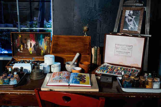 Particolare dello Studio di Frida (tavolo scrittoio con Diario e colori)