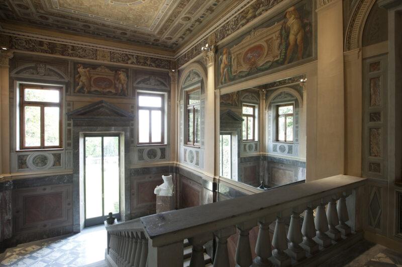 Casa Trussardi tra affreschi e arte contemporanea