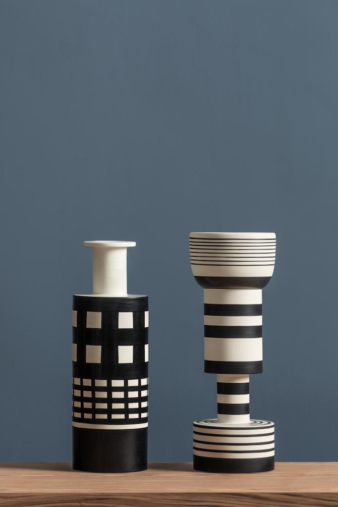 5. Ettore Sottsass, vaso Rocchetto e vaso Calice, serie Bianco/Nera, Bitossi