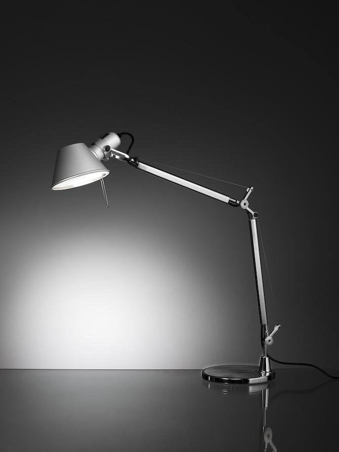 8. Michele De Lucchi e Giancarlo Fassina, lampada Tolomeo, Artemide