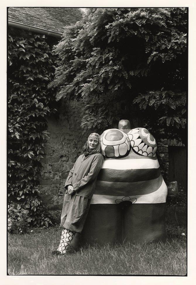 "Niki with ""Clarice Again"" at her front garden, outside of Paris, France. 1981.Photo: Michiko Matsumoto © Michiko Matsumoto"