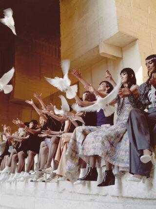 Chanel Cruise 2021/2022. Come in un'opera di Jean Cocteau