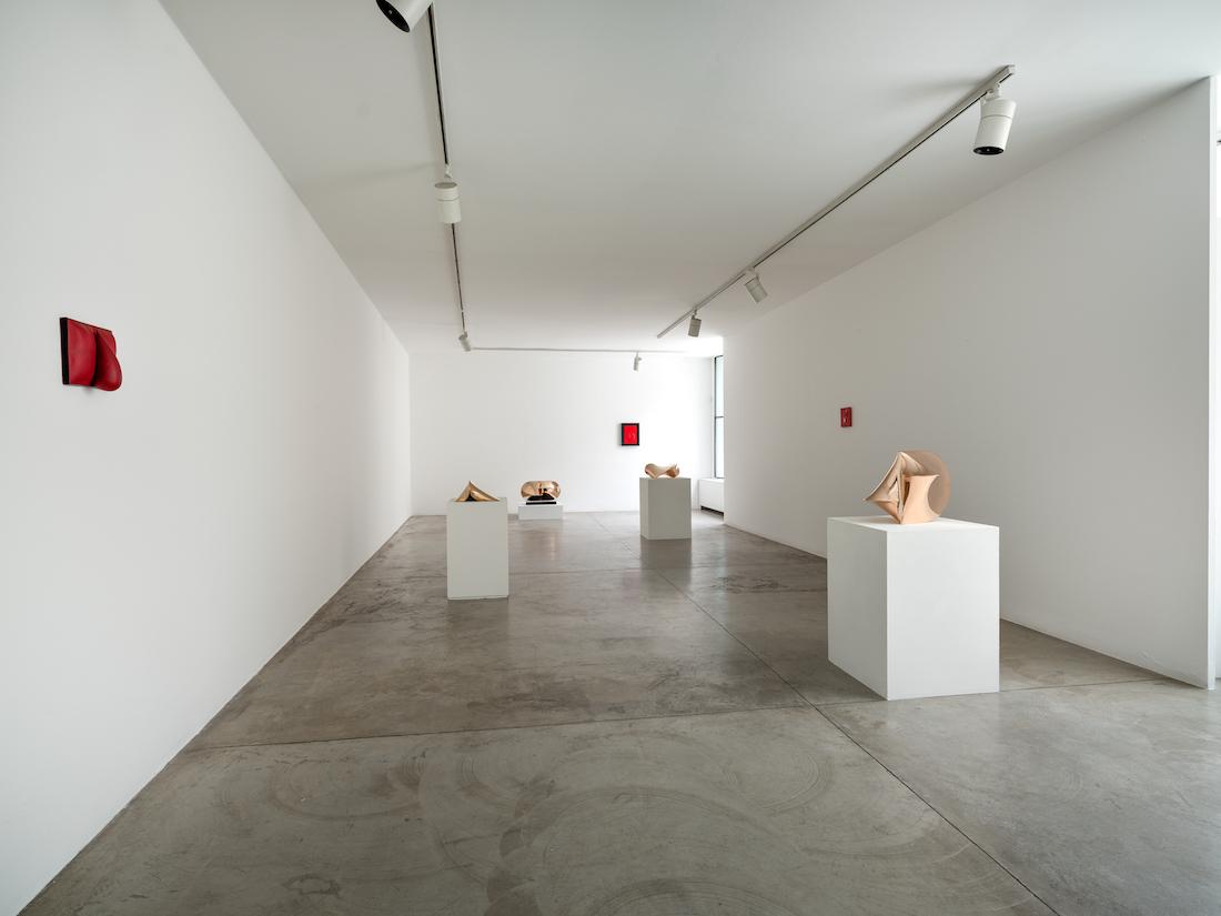Le Small Gems di Agostino Bonalumi in mostra alla Cardi Gallery di Milano