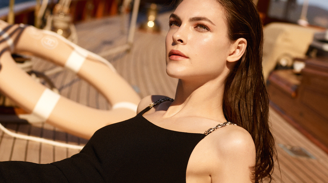 Chanel Les Beiges light Summer chanel make up Cover-2