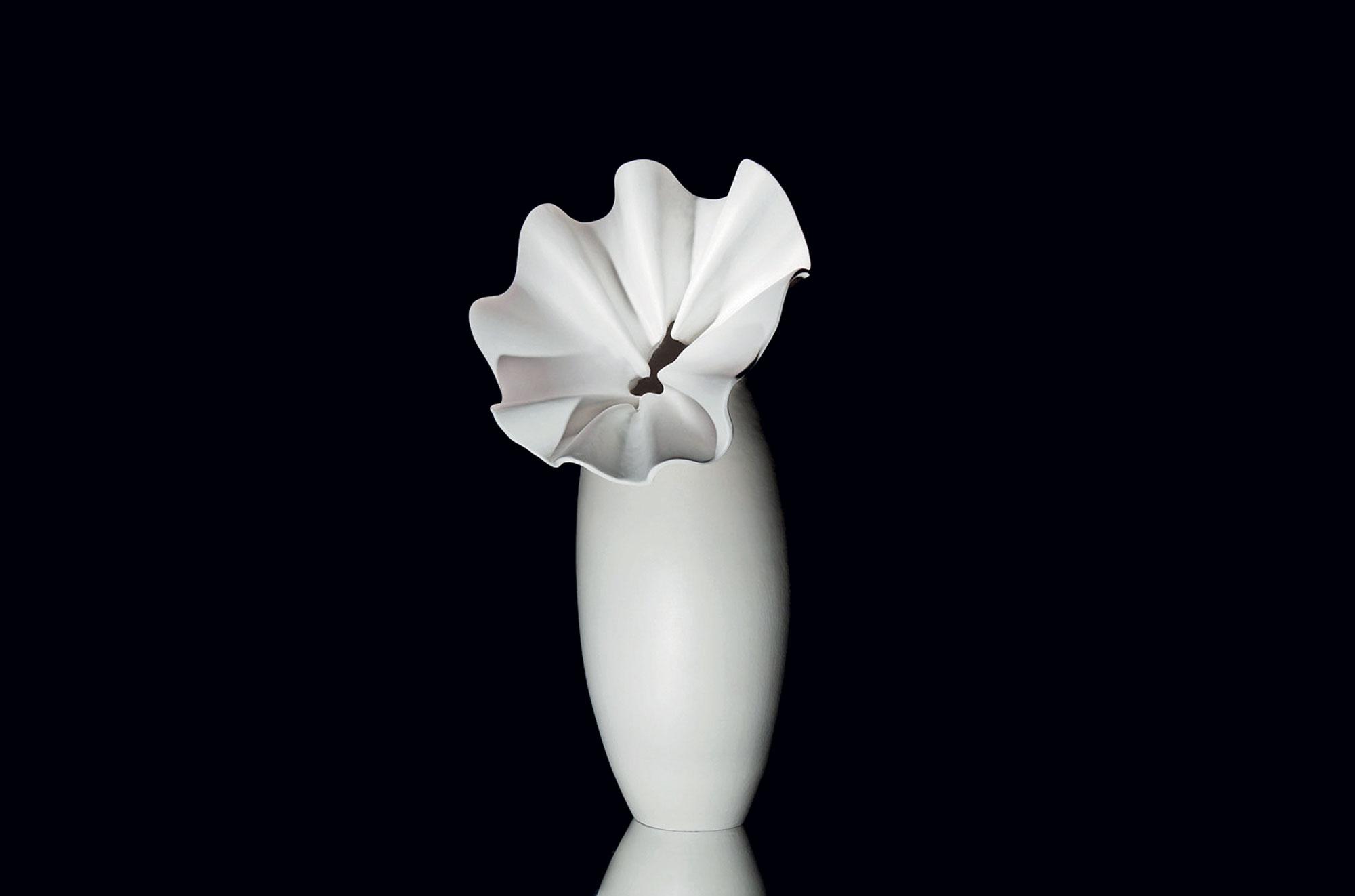 Selene di Antonietta Mazzotti; argilla bianca e smalto opaco bianco, 2012. Foto di F. Guadagnini