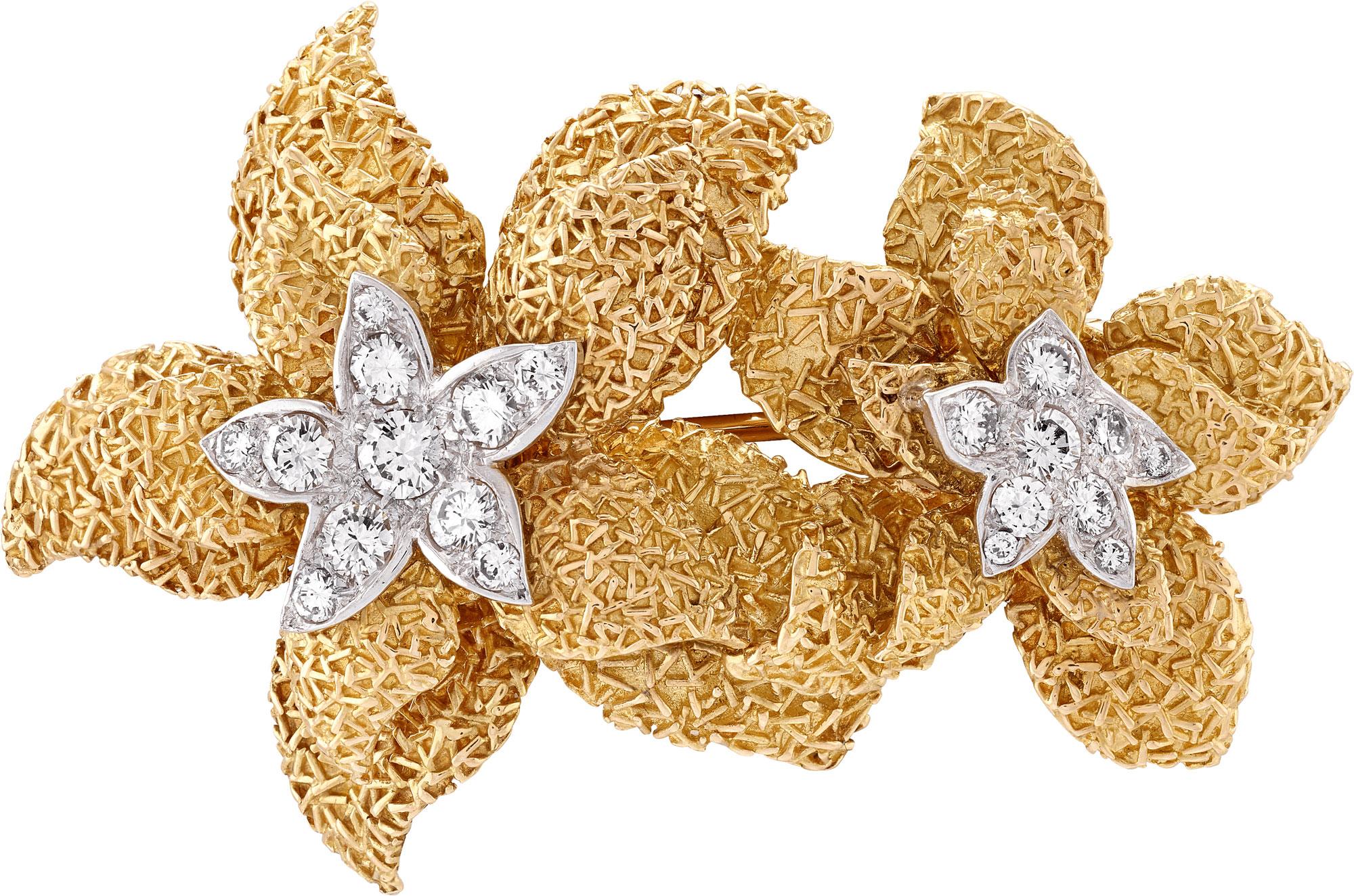 Clip e orecchini Narcisse,1968, Oro giallo, platino, diamanti Collezione Van Cleef & Arpels – Photo Credit: Van Cleef & Arpels